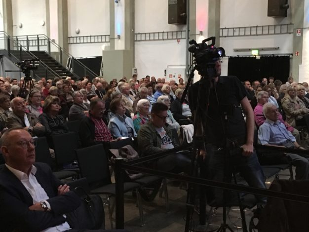 Alle Vorträge auf der Bühne des 10. Symposiums Lunge wurden mitgeschnitten. Zwei Kameras im Publikum für eine optimale Aufnahme.